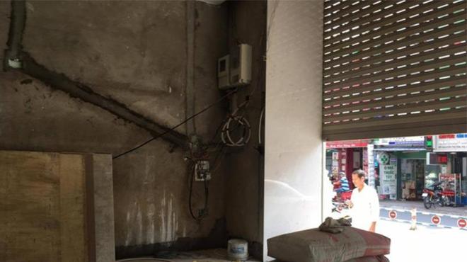 1 Người tử vong do tự ý sửa cửa cuốn bị hỏng